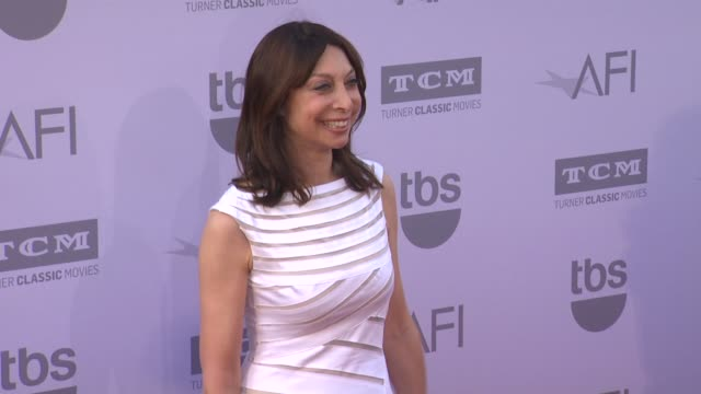vídeos de stock, filmes e b-roll de illeana douglas at the american film institute's 43rd life achievement award gala tribute to steve martin at dolby theatre on june 04 2015 in... - american film institute