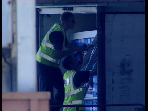 man arrested in china lib england kent dover police officers standing guard next lorry where 58 illegal chinese immigrants died after being smuggled... - dover kent stock-videos und b-roll-filmmaterial