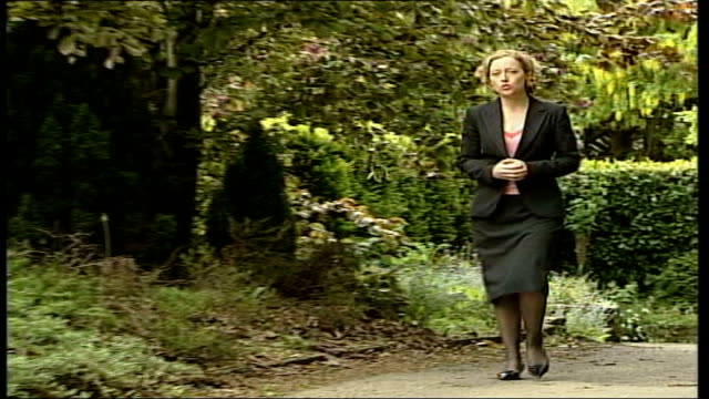 vídeos de stock, filmes e b-roll de illegal immigrants working at home office: further revelations; reporter to camera - cathy newman