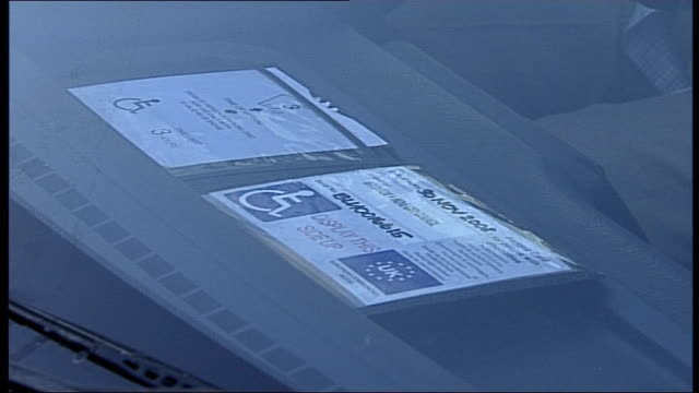 vidéos et rushes de illegal trade in disabled parking badges revealed; bob williams along in car then holding up disabled parking card bob williams interview sot - se garer