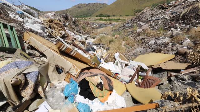 vidéos et rushes de illegally dumped rubbish in skala eresou, lesvos, greece. - grèce