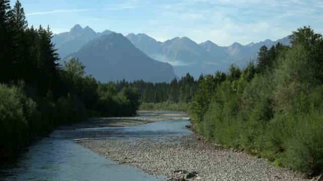 iller river near fischen and view to the allgaeu alps, allg?u, swabia, bavaria, germany - バイエルン州点の映像素材/bロール