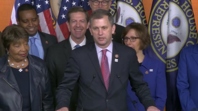 vidéos et rushes de illinois congressman sean casten says at a press conference after attending the cop25 climate conference in madrid that he and others campaigned for... - press conference