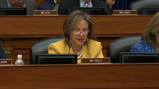 vídeos de stock, filmes e b-roll de illinois congresswoman robin kelly asks former donald trump attorney michael cohen at a house oversight and reform committee hearing about grossing... - bônus