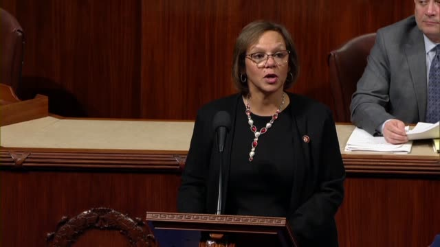 vídeos y material grabado en eventos de stock de illinois congresswoman robin kelly supports impeaching president donald trump because constituents trusted in her and the path was clear that... - distrito electoral