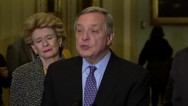 illinois senator richard durbin tells reporters at a weekly news briefing that incarceration reform was bipartisan, supported by the president, vice... - disegno di legge video stock e b–roll