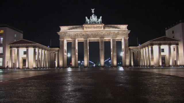 WS, Illuminated Brandenburg Gate at night, Berlin, Germany