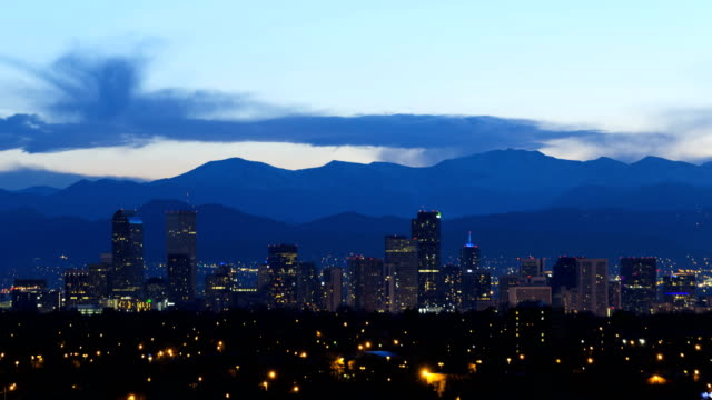 illuminated denver usa downtown city building rockies mountain - televisione a ultra alta definizione video stock e b–roll