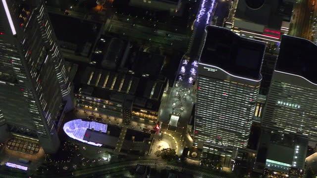 aerial, illuminated minatomirai at night, yokohama, japan - tokyo bay stock videos & royalty-free footage
