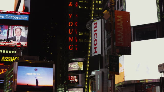 ws pan illuminated neon and billboards in times square at night / new york city, new york state, usa - flüssigkristallanzeige stock-videos und b-roll-filmmaterial