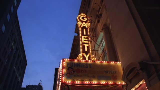 ws la illuminated nightclub sign - biografskylt bildbanksvideor och videomaterial från bakom kulisserna