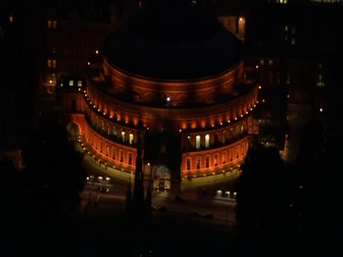 vídeos de stock, filmes e b-roll de illuminated royal albert hall at night london uk - royal albert hall
