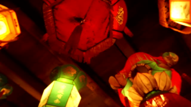 illuminated royal style chinese traditional lanterns hanging indoor