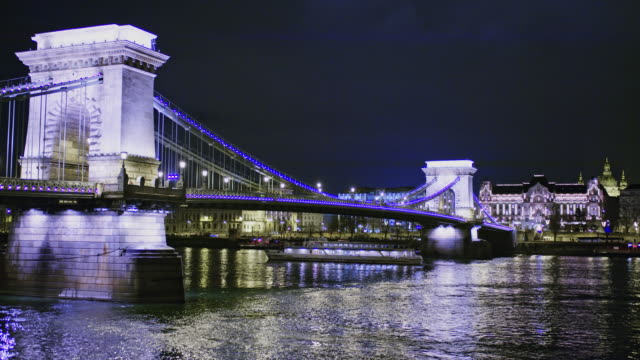 ws illuminated szechenyi chain bridge over danube river at night,budapest,hungary - river danube video stock e b–roll