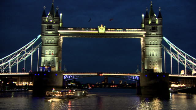 illuminated tower of london bridge - tower bridge stock videos & royalty-free footage