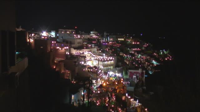 vídeos de stock, filmes e b-roll de t/l ws ha zo zi illuminated townscape / santorini, greece - vista da cidade