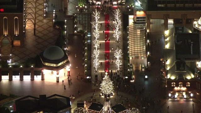 vidéos et rushes de aerial, illuminated yebisu garden place, tokyo, japan - sapin de noël