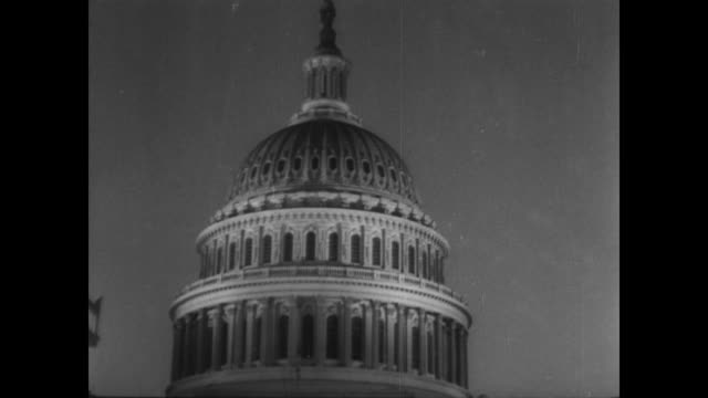 / illumination returns to the capital building in washington dc / street lights turning on all over america as germany surrenders / huge crowds... - ve day stock-videos und b-roll-filmmaterial