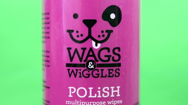 illustrative editorial clip of wags and wiggles multipurpose wipes seen on march 18, 2021 in toronto, ontario, canada. studio shot with a green... - coloured background stock videos & royalty-free footage