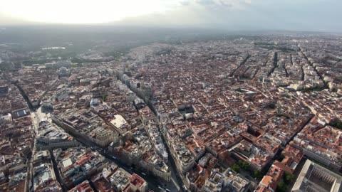 vídeos y material grabado en eventos de stock de image of helicopter flight over the city of madrid spain - vehículo aéreo