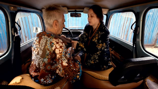 stockvideo's en b-roll-footage met afbeelding sequence.eastern europa street fashion. paar aankleden in kleine auto. - eastern european culture