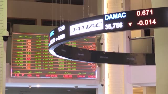 vídeos y material grabado en eventos de stock de images of dubai financial market in the united arab emirates as gulf bourses were hit by a panicky sell off amid iranian vows of retaliation over the... - venganza