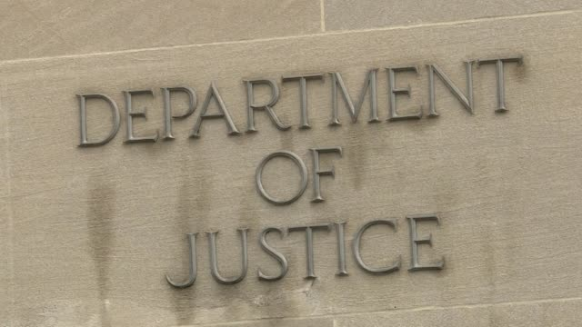 images of the department of justice in washington dc moments after confirmation that special prosecutor robert mueller has submitted his report on... - staatsanwalt stock-videos und b-roll-filmmaterial