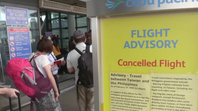 images show travellers at manila's international airport as the philippines becomes the latest country to impose travel ban on taiwan due to a deadly... - taiwan stock videos & royalty-free footage