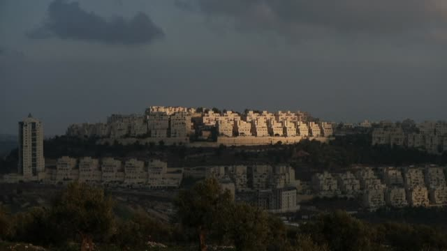images taken from the israeli annexed east jerusalem show the two israeli settlements har homa and givat hamatos where israel's prime minister... - gerusalemme est video stock e b–roll