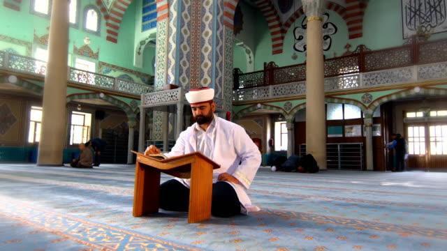 imam prays - pilgrim stock videos & royalty-free footage
