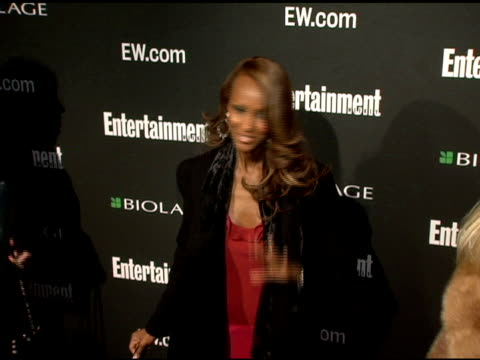 stockvideo's en b-roll-footage met iman at the entertainment weekly's viewing party for 2006 academy awards at elaine's in new york, new york on march 5, 2006. - entertainment weekly