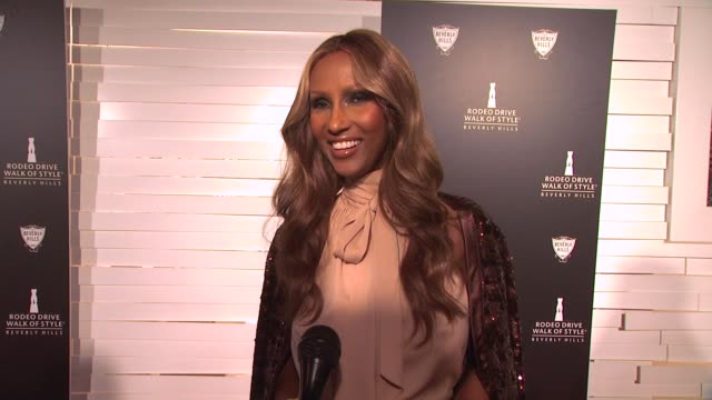 vídeos de stock, filmes e b-roll de iman on how it feels to receive this honor, why its important to have a walk of style, what it means to be receiving the honor along with the... - missoni