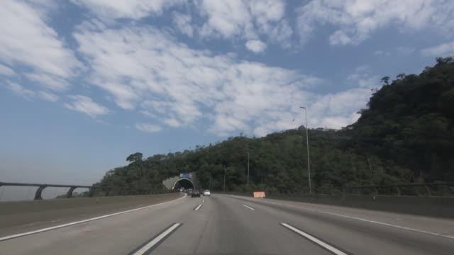 vídeos de stock, filmes e b-roll de rodovia imigrantes no brasil - estrada principal estrada