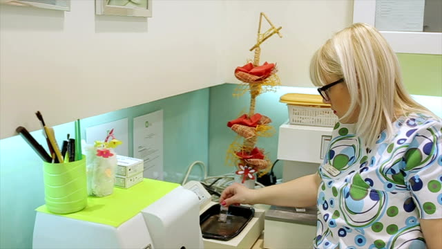 immersing the sample tissue in Pathology Lab