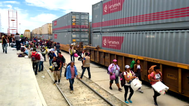 immigrants most of them from central america arrive by freight train for a rest stop on their journey to the usmexico border on april 21 2018 in... - 中央アメリカ点の映像素材/bロール