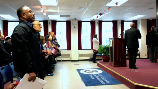 immigrants take part in a naturalization ceremony on february 2 2018 in new york city us citizenship and immigration services swore in 128 immigrants... - 市民点の映像素材/bロール