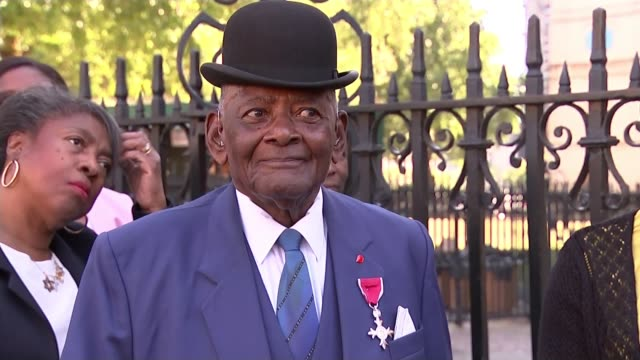 stockvideo's en b-roll-footage met 70th anniversary of the arrival of the windrush generation uk london 70th anniversary of windrush generation immigrants queue for westminster abbey... - westminster abbey