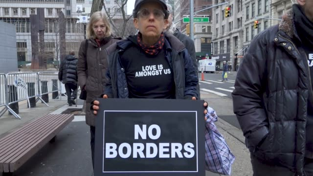 vídeos y material grabado en eventos de stock de immigration activists clergy members and supporters gathered at foley square in lower manhattan to protest the detention of popular immigrant... - crimen