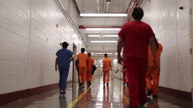 immigration and customs enforcement opened a dedicated unit for transgender women in the cibola county correctional center in new mexico in 2017. the... - fängelse bildbanksvideor och videomaterial från bakom kulisserna