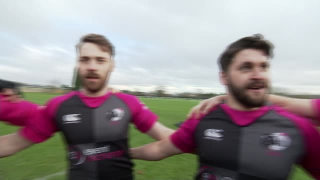 stockvideo's en b-roll-footage met gay rugby team campaigns to save teammate from deportation uk bristol bristol bisons rugby team training and chanting england bristol bristol bisons... - deportation