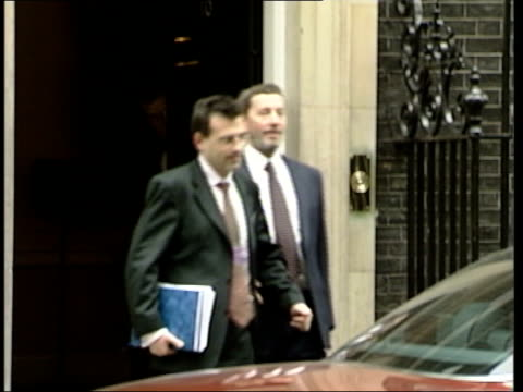 immigration minister beverley hughes resigns; itn downing street: no.10: ext blunkett and aide out of no.10 and blunkett into car home office: int... - david blunkett stock videos & royalty-free footage