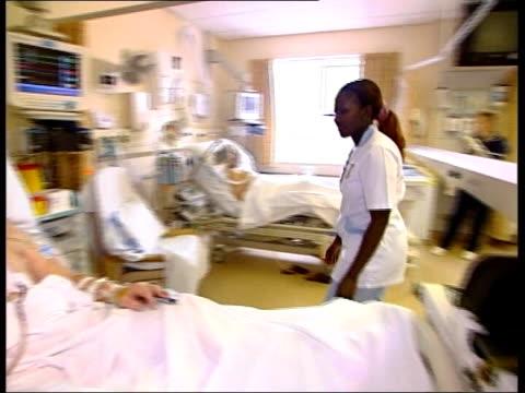 sheffield close-up; immigration: sheffield close-up; itn england: sheffield: int/ext split screen kenyan cardiac nurse, salome ngigi and david turner... - itvイブニングニュース点の映像素材/bロール