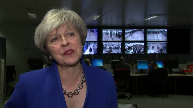 theresa may visits heathrow airport; england: london: heathrow airport: terminal 5: int theresa may mp interview sot. - on visiting heathrow airport... - domande al primo ministro video stock e b–roll