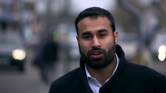 impact of rising islamophobia in birmingham; reporter to camera cutaway reporter talking to muslim men in gym and muslim women in restaurant blurred... - 僧衣点の映像素材/bロール