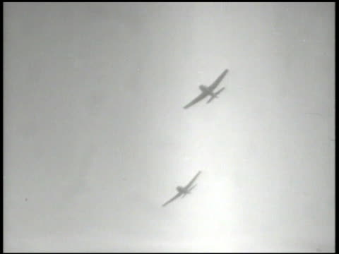 imperial japanese army firing antiaircraft machine guns in formosa us navy fighter airplane flying pov aircraft firing machine guns at targets on... - flugabwehr stock-videos und b-roll-filmmaterial