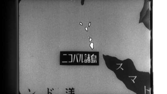vidéos et rushes de imperial japanese navy ships disembark on a nicobar island where they are welcomed by natives who help in a search and then the japanese troops place... - vaisseau de guerre