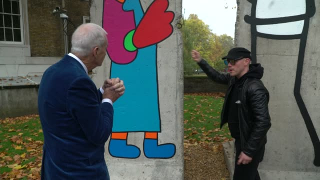 stockvideo's en b-roll-footage met imperial war museum commissions artists to mark 30th anniversary of fall of the berlin wall england london imperial war museum section of wall being... - imperial war museum museum