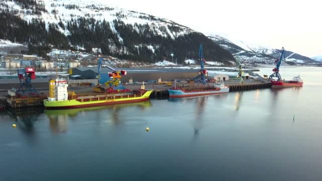 stockvideo's en b-roll-footage met import-en exportfunctie faciliteit en bedrijfsleven logistieke en kranen - scheepvaart