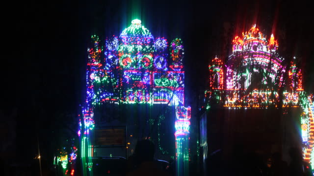 vídeos de stock, filmes e b-roll de impressions of the durgapuja festival in farmgate in dhaka in bangladesh at night, captured from a car. durgapuja is the largest hindu festival of... - number 9
