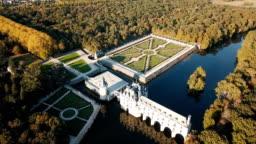 impressive medieval Chateau de Chenonceau
